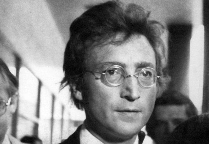 El legendario John Lennon fue asesinado cuando un fan le propinó varios disparos en la espalda. (Imagen de archivo/ AP)