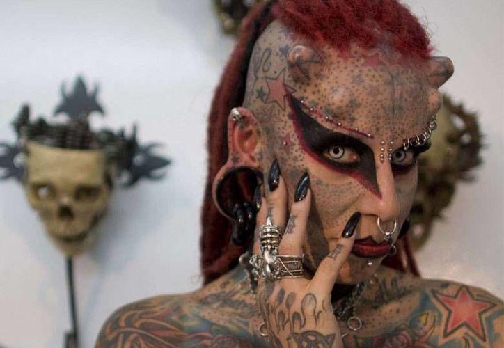 """La mexicana María José Cristerna, la """"mujer vampiro"""", es uno de los atractivos de la IX Convención de Tatuadores que se realizará en Bogotá, Colombia, del 20 al 22 de noviembre de 2015. (Foto: AP/William Fernando Martínez)"""