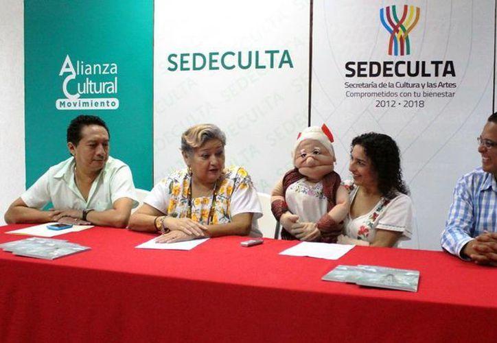 Rueda de prensa donde se informó sobre la gira teatral de Conchi León, que no solo escribe sino que también actúa. (Milenio Novedades)