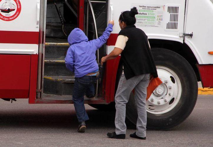 A causa de las bajas temperaturas por las mañanas, los yucatecos tienen que salir abrigados. (SIPSE)