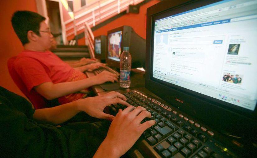 Si por 24 horas no hubiera internet, cerca de 864 millones de usuarios de Facebook no serían capaces de compartir unas cuatro mil 750 millones de publicaciones. (Archivo/EFE)