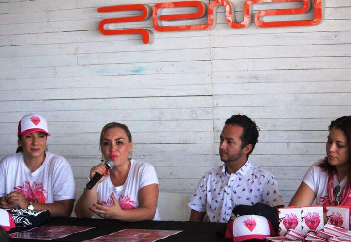 Colectivo de mujeres en Playa del Carmen. (SIPSE)