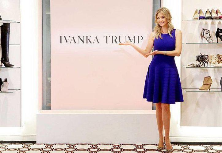 El Palacio de Hierro se une a las cadenas Sears y Kmart que dejarán de vender productos de la marca de Ivanka Trump. Imagen de la publicidad de la hija del Presidente de EU. (Agencias/Archivo)