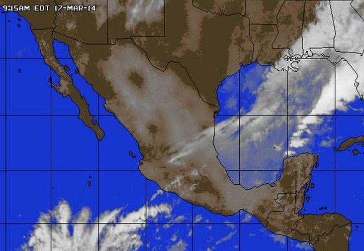 La entrada de aire marítimo tropical con moderado contenido de humedad, mantendrá el clima caluroso en Quintana Roo. (accuweather.com)