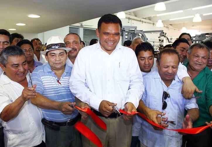 Acompañado de excampeones yucatecos, el gobernador Rolando Zapata Bello inaugura el Centro Estatal de Box. (SIPSE)