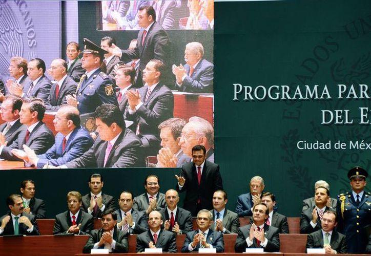 Zapata Bello asistió a la firma de la Cruzada contra el Empleo Informal, en Palacio Nacional. (SIPSE)