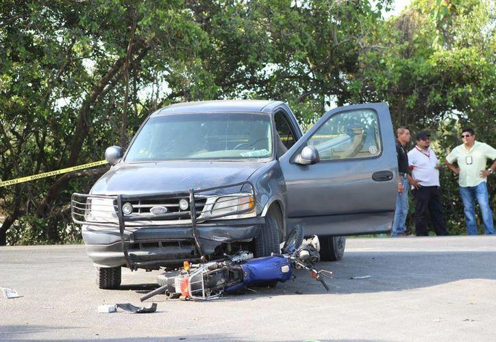 El guiador de esta camioneta Ford, que causó la muerte de un motociclista en Progreso el 8 de abril, fue imputado este lunes por homicidio culposo. (SIPSE)