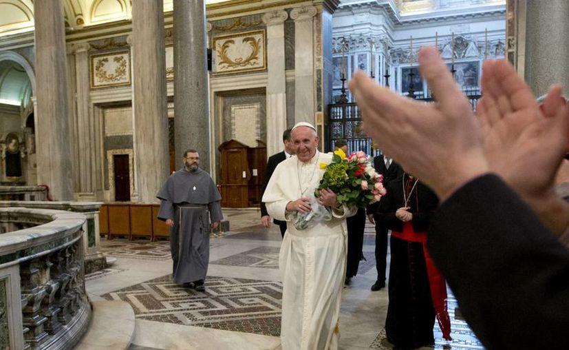Tras su llegada a Roma, el Papa Francisco visitó la Basílica de Santa María Mayor de Roma. (Agencias)