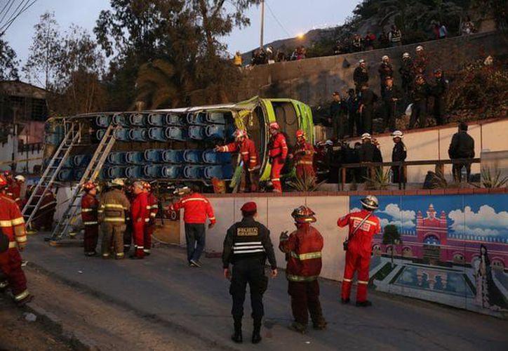Entre los nueve muertos del accidente figuran tres turistas extranjeros. (Reuters)