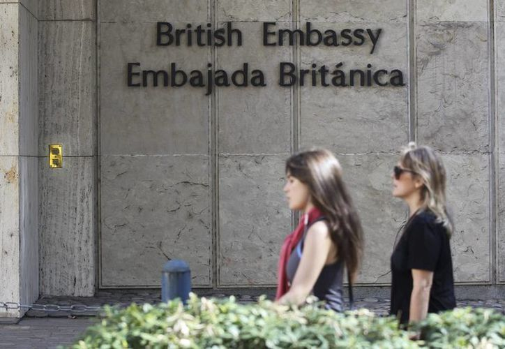 Vista del exterior de la Embajada Británica, en Buenos Aires, Argentina. (EFE)