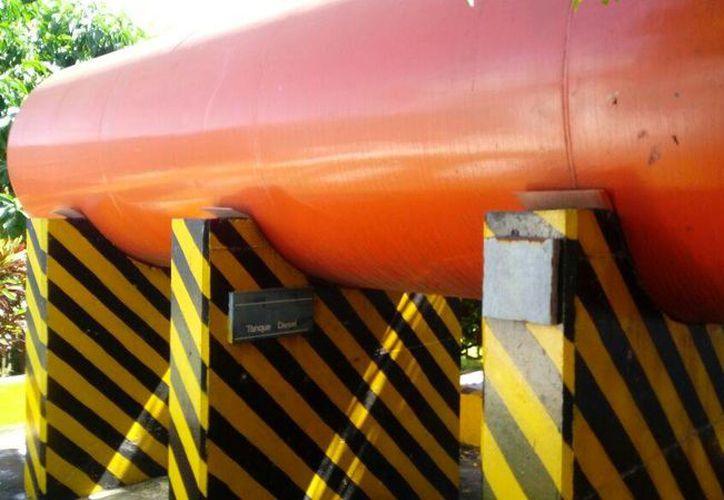 El tanque presenta algunos daños pero comentan que pronto será remplazado.(Eddy Bonilla/SIPSE)