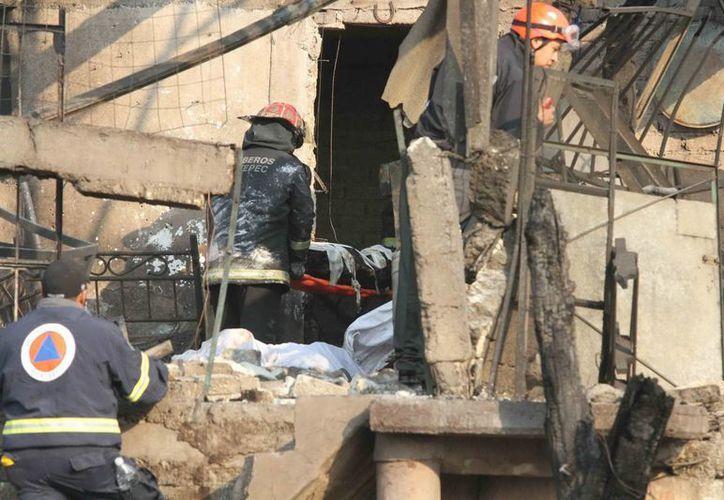 Decenas de casas resultaron dañadas debido a la explosión. (Notimex)