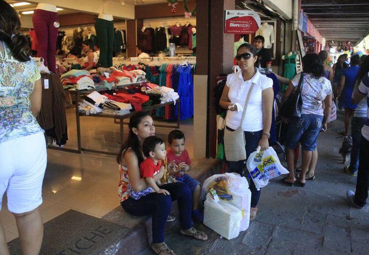 Alrededor de 200 negocios se encuentran en la avenida De los Héroes. (Harold Alcocer/SIPSE)