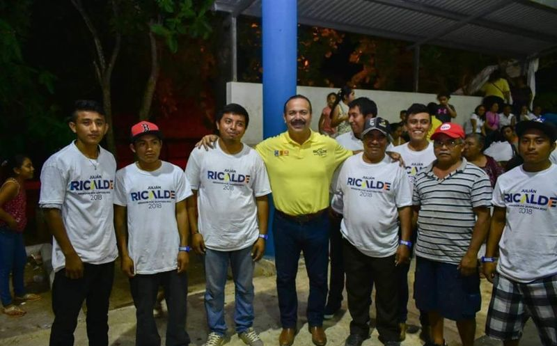 Julián Ricalde mantiene un diálogo cercano con la juventud quintanarroense. (Redacción)