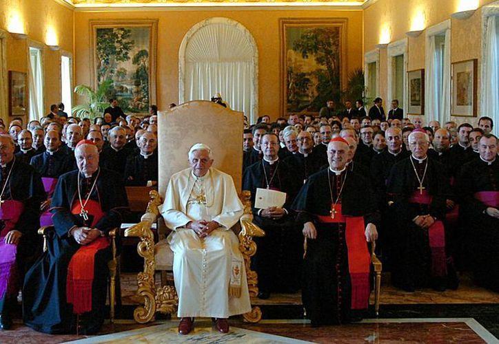 Los mocasines rojos del papa Benedicto XVI no se verán más en público. (Agencias)