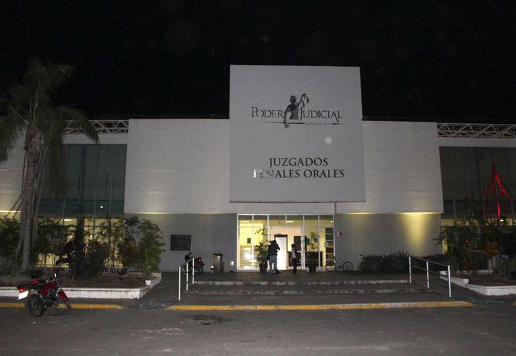 La audiencia fue programada para las siete de la noche, pero se aplazó por dos horas a petición del abogado defensor. (Joel Zamora/SIPSE)