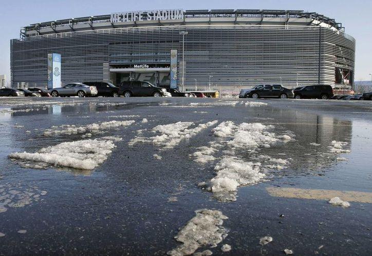 La nieve afecta el MetLife Stadium, sede del Super Bowl, en East Rutherford, Nueva Jersey. (Agencias)