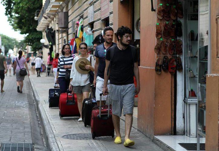 Según los registros de las Redes de Turismo de México reporta que en Yucatán, la mayoría de los visitantes internacionales: en primer lugar viajan solos, en segundo lugar en pareja, luego con familias. (Archivo/Milenio Novedades)