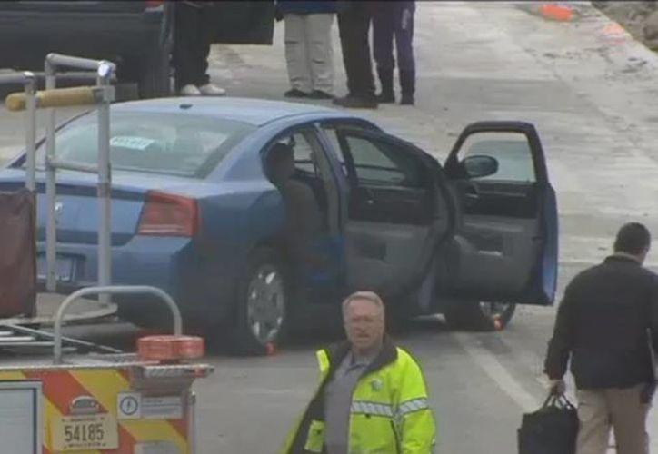 Los paramédicos que acudieron al vehículo trataron de resucitar a la mujer, pero fue pronunciada muerta en el lugar. (fox6now.com)