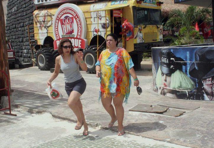 Cancún es un destino turístico, de fiestas, de recreo para universitarios y adultos jóvenes y se excede en el consumo del alcohol. (Tomás Álvarez/SIPSE)