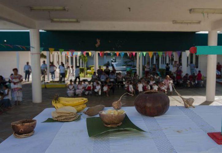 Una muestra de altares y la  representación de la leyenda de la Xtabay fueron dos de los eventos alusivos al Hanal Pixan realizados en el Caimede. (Fotos del Gobierno)