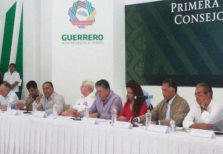 Imagen de algunos de los participantes en la reunión en Casa Guerrero en Chilpancingo. (@SSPGro)