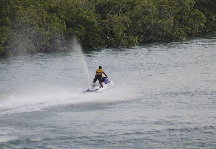 En la laguna se realizan diversas actividades turísticas. (Israel Leal/SIPSE)