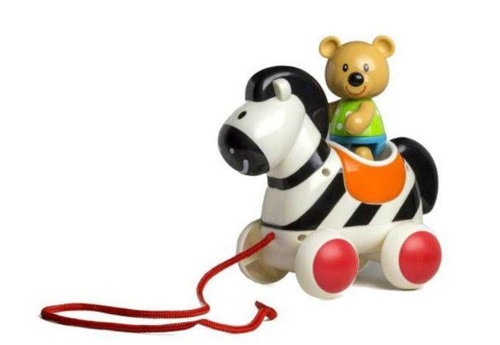 El Pull Along Zebra es uno de los 10 juguetes catalogados como peligrosos por la asociación  'Mundo en contra de los juguetes que causan daño'.  (Excélsior)