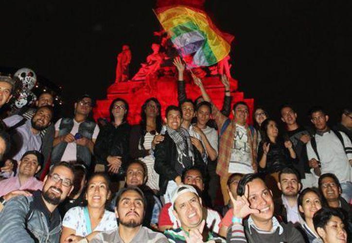 La comunidad 'trans' es cada vez más visible gracias a las redes sociales y al activismo de miles de personas. La imagen, de una marcha del orgullo gay en México, está utilizada solo con fines ilustrativos. (Notimex/Archivo)