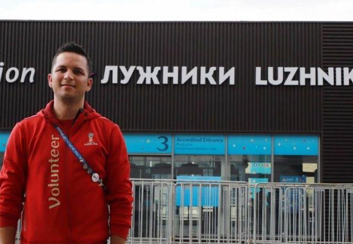 Lev Alejandro Mejía, mexicano residente en Canadá, ha vivido experiencias inolvidables como apoyo de FIFA (Foto excelsior)