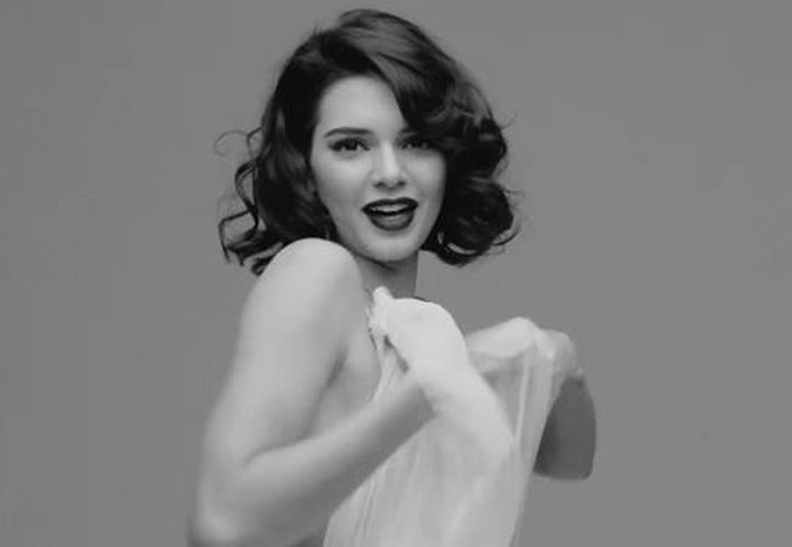 La modelo estadunidense, Kendall Jenner, posó para la revista Love (Captura Youtube).