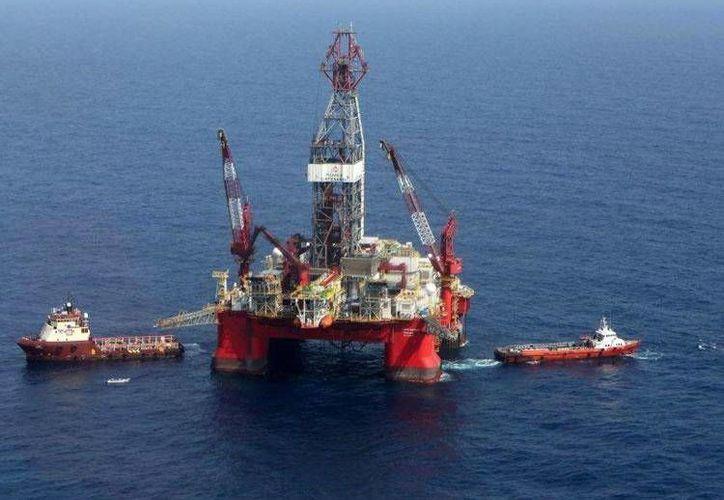Pemex informó que actualmente cuenta con cuatro plataformas para explorar aguas profundas en el Golfo de México. (facebook.com/petroleosmexicanos)