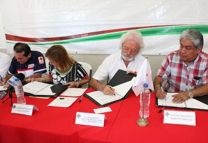 La Cruz Roja de Cancún firmó un convenio con el Instituto de Capacitación para el Trabajo de Quintana Roo. (Tomás Álvarez/SIPSE)