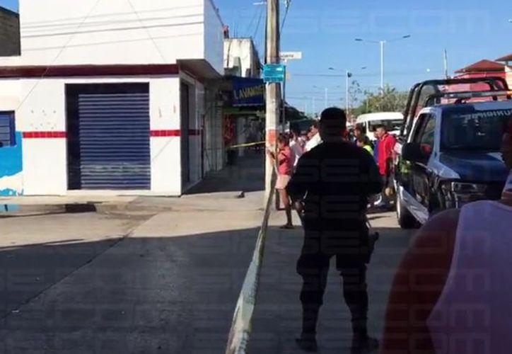 El cuerpo fue hallado en una banqueta de la colonia Luis Donaldo Colosio. (Foto: Ángel Euán/SIPSE)