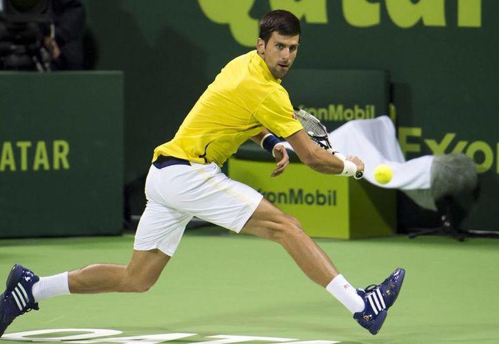 Djokovic, mejor tenista del mundo en 2015, ha comenzado muy bien el 2016 pues es finalista del torneo de Doha. El partido por el título se jugará este sábado. (AP)