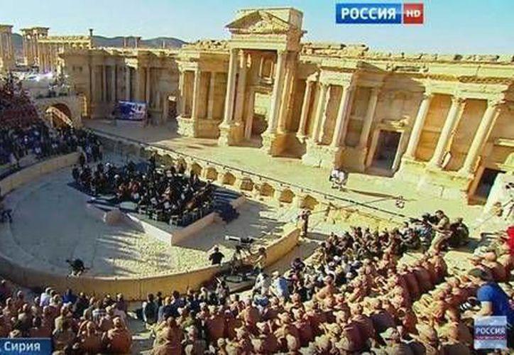 La filarmónica de San Petersburgo en el antiguo teatro de Palmira, Siria. (ansalatina.com)
