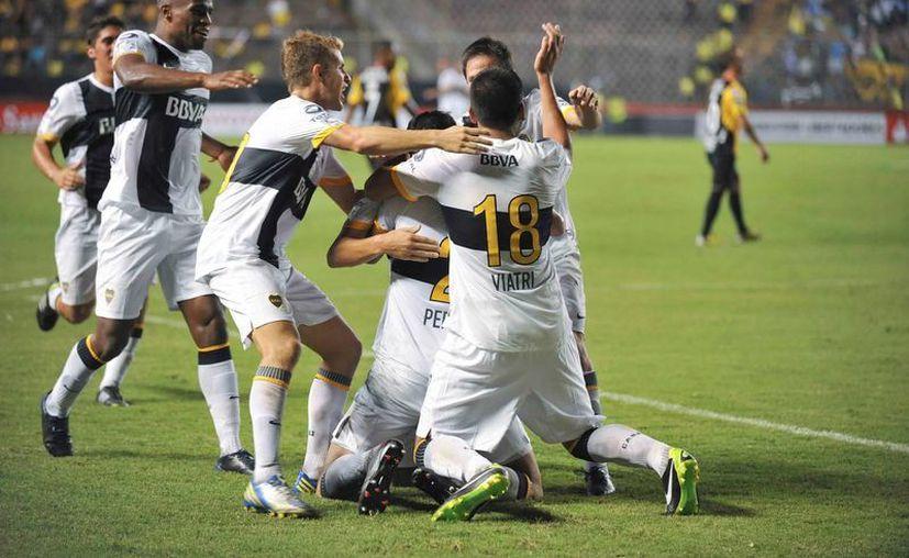 Boca Juniors y Corinthians revivirán los octavos de final el choque de la final de la Libertadores 2012, ganada por los brasileños. (EFE/Archivo)