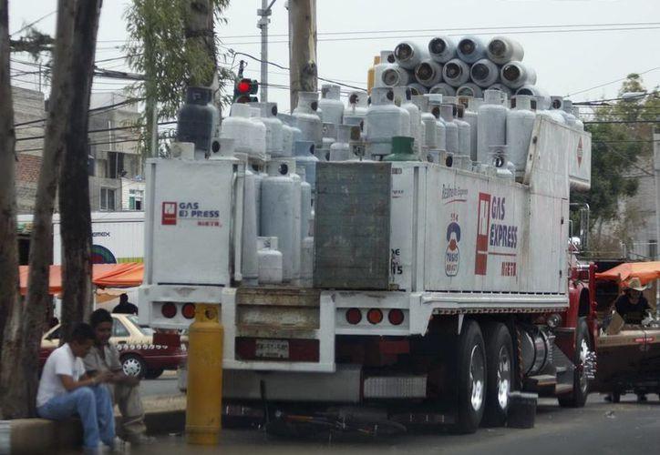 'Manuel' retrasó las labores de abasto de Gas Lp debido a que provocó el cierre de la Autopista del Sol. (Notimex)