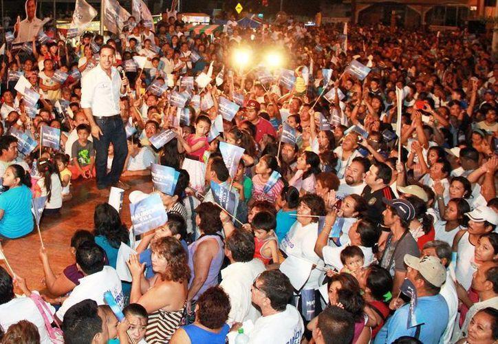 El abanderado del PAN a la alcaldía de Mérida, Mauricio Vila, encabeza mítines en colonias y comisarías. (Milenio Novedades)