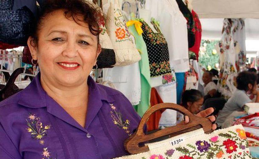 Artesanas yucatecas expodrán sus productos en la Feria de las Artesanías, en el parque de Santa Ana. (Milenio Novedades)