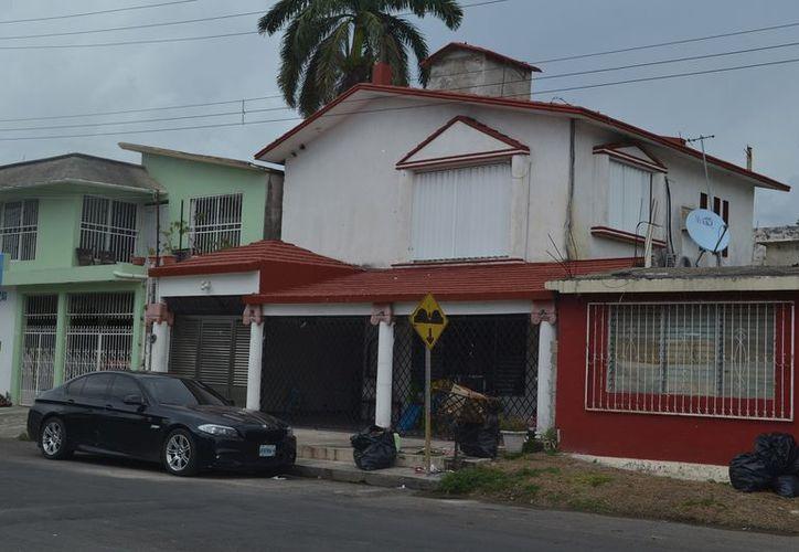 El área fue acordonada por policías municipales para que agentes ministeriales y peritos especializados realizaran las indagatorias respectivas. (SIPSE)