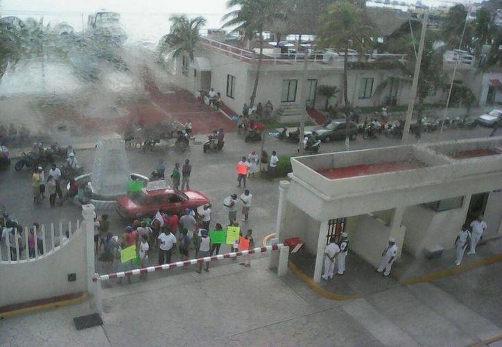 Los familiares realizaron ayer una manifestación en Isla Mujeres. (Redacción/SIPSE)