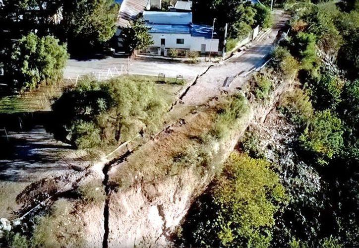 La falla geológica tiene aproximadamente 130 metros de largo y 40 de profundidad. (RT Noticias)