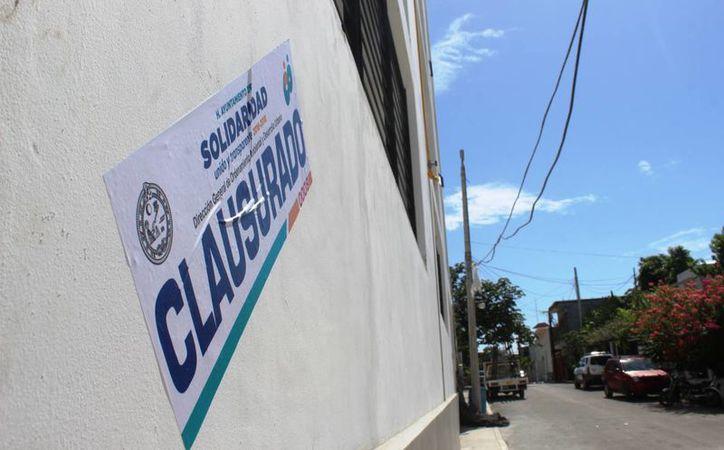 El jueves se clausuró un edificio en Playa del Carmen que no contaba con permisos de construcción municipales. (Octavio Martínez/SIPSE)