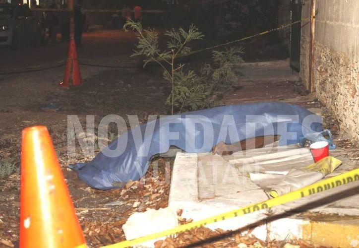 El hombre, de unos 70 años, fue encontrado sin vida en la esquina de la calle 45. (Novedades Yucatán)