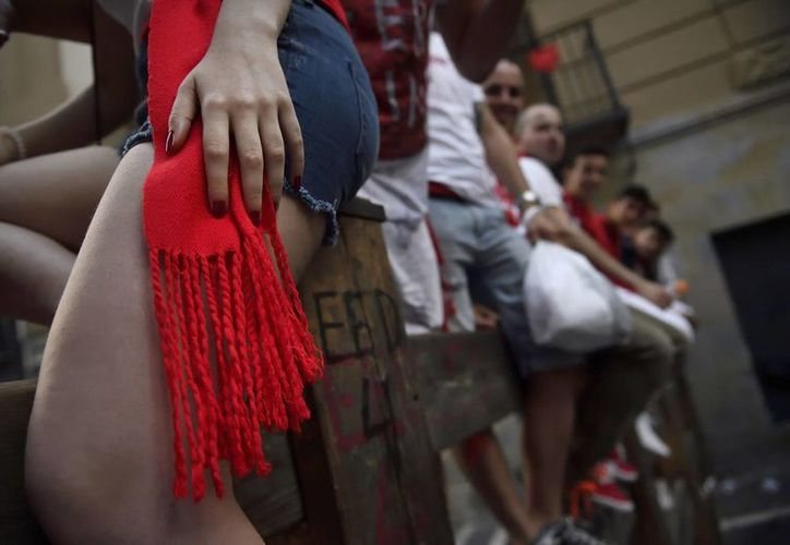 Desde el inicio de las fiestas de San Fermín, en Pamplona, España, se ha registrado una ola de violencia sexual contra mujeres. (AP)