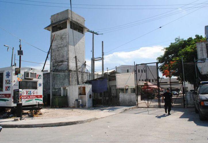 Fueron trasladados 12 reos de Cancún al Cereso de Chetumal. (Eric Galindo/SIPSE)