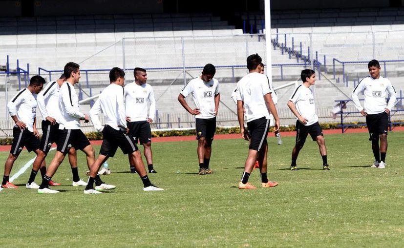 Eduardo Herrera, Javier Cortés y el uruguayo Gerardo Alcoba anotaron los tres tantos que dieron la victoria a los Pumas sobre Puebla. (Archivo/Notimex)