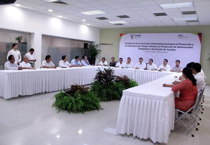 Representantes de diversas instancias participaron en la creación de la Comisión Interinstitucional. (José Acosta/SIPSE)