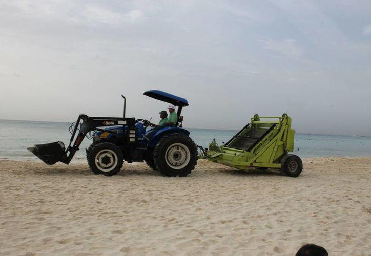 La dirección de Zofemat cuenta con 35 elementos para limpiar los arenales.  (Juan Carlos Cano/SIPSE)